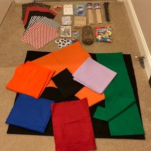 Mixed arts and crafts lot with fabrics and felts